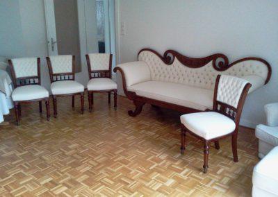 Antiker Stuhl und Sofa